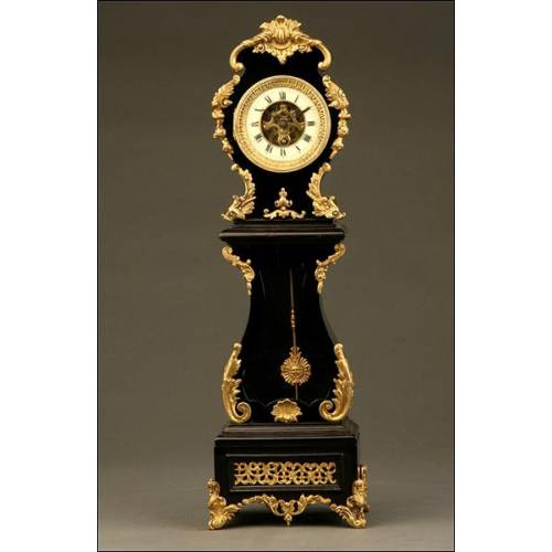Curioso Reloj Rococó de Sobremesa en Madera Ebonizada y Apliques de Latón de ca.1900