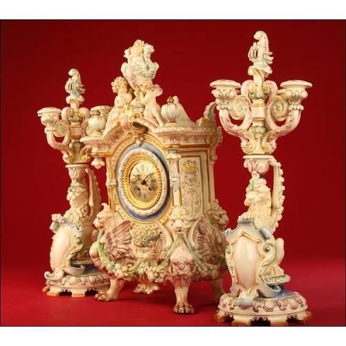 Importante Reloj de Porcelana Alemana con Maquinaria de 8 días Gustav Becker.1900