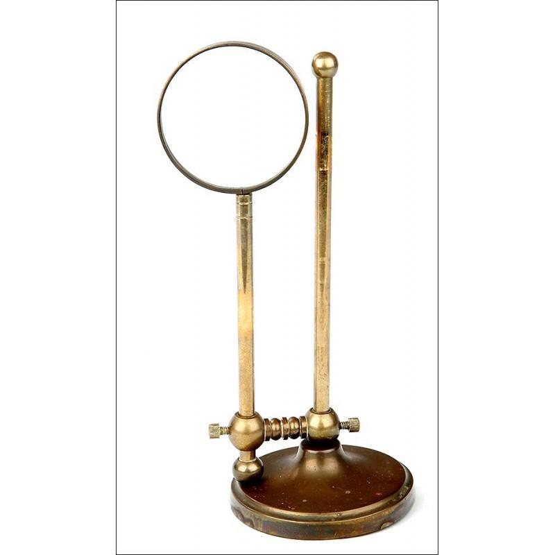 Decorativa Lupa de Sobremesa Antigua con Altura Regulable. Principios del Siglo XX