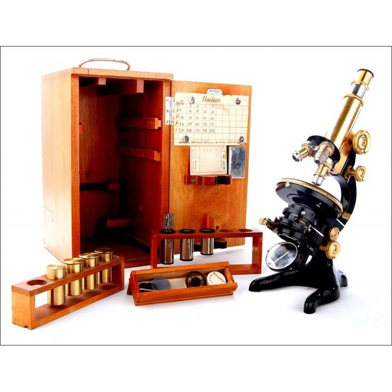 Microscopio profesional antiguo E. Leitz Wetzlar. Con juego de accesorios y estuche original.