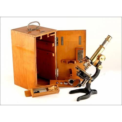 Fantástico Microscopio Leitz Wetzlar con Estuche y Accesorios. Alemania, 1922