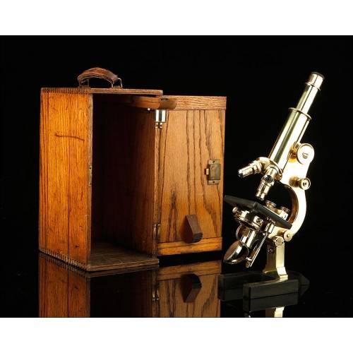 Fantástico Microscopio de Latón en Su Estuche Original. Londres, Circa 1910