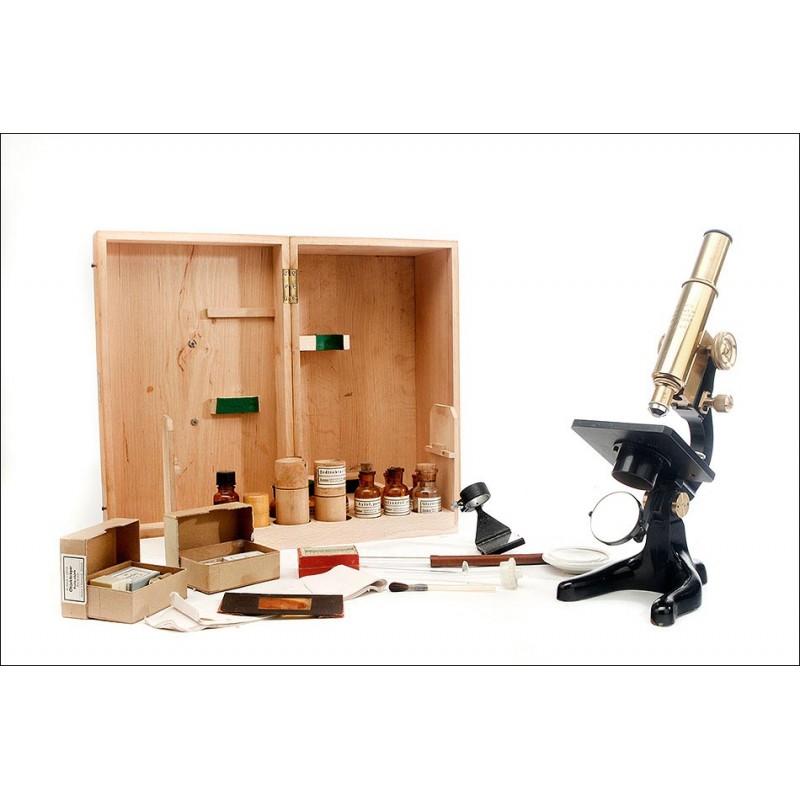 Completo Microscopio y Laboratorio Portátil Kosmos en Estuche Original. Alemania, Años 20
