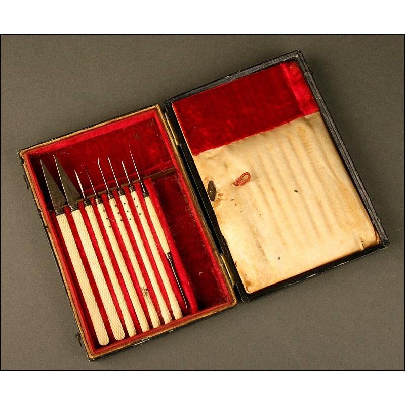 Antiguo Estuche de Escalpelos y Sondas con Mangos de Marfil, Fabricado en Inglaterra en 1850