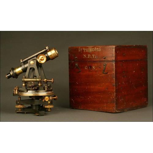 Antiguo y Raro Teodolito Inglés con Estuche Original. Fabricado en 1880 por T. Cooke & Sons
