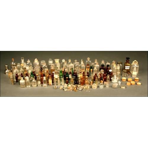 Gran Colección de Frascos y etiquetas de Farmacia de Cristal. 1ª Mitad s. XX.
