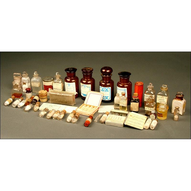 Rara Colección de Frascos de Medicinas. 1º Tercio del s. XX. Con Productos en el Interior