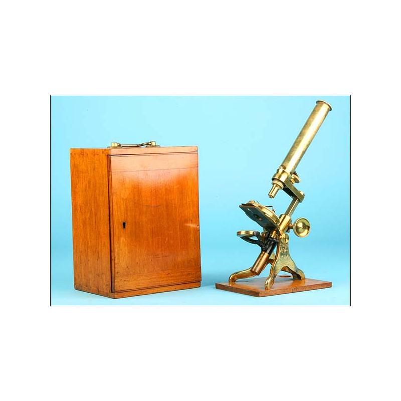 Microscopio de latón antiguo. 1880