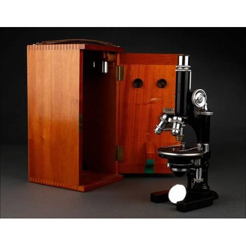 Microscopio Alemán E. Leitz Wetzlar Fabricado en 1920. Con Estuche Original de Madera de Caoba. Funcionando