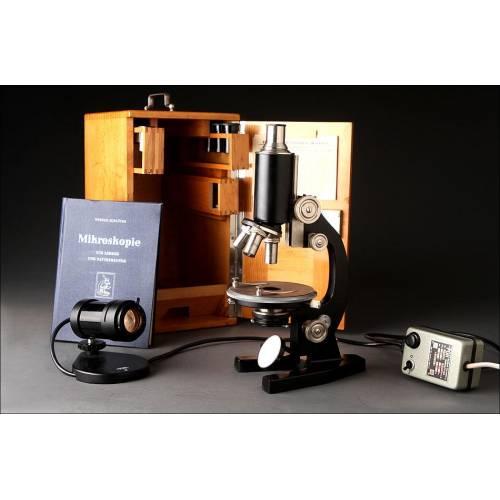 Fantástico Microscopio Alemán de los Años 50 en Perfecto Estado de Funcionamiento. Estuche Original