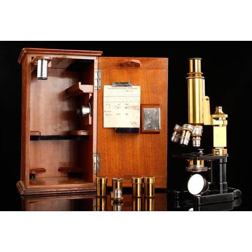 Impresionante Microscopio Alemán de Pios. Del Siglo XX. Con Cuatro Lentes, Estuche Original y Funcionando.