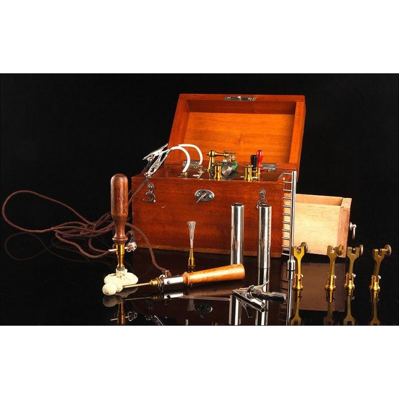 Fascinante Equipo de Electromedicina en Funcionamiento. Inglaterra, Circa 1900. En Muy Buen Estado