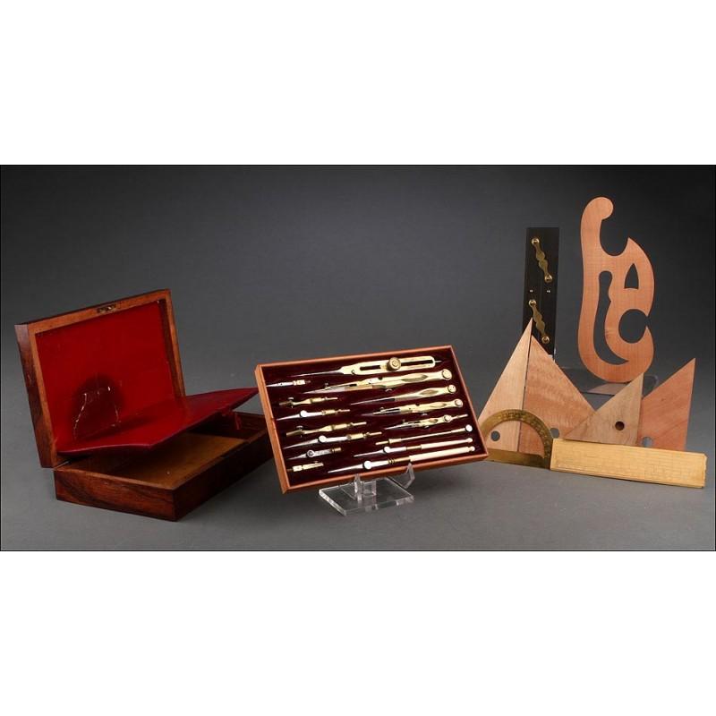 Estuche Inglés de Instrumentos de Dibujo Realizado en el Siglo XIX. Con Todas las Piezas Originales