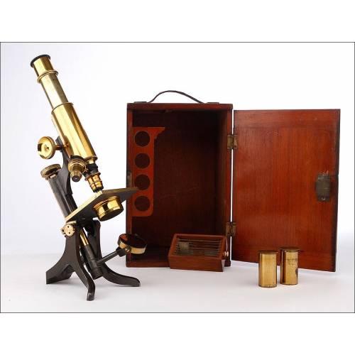 Magnífico Microscopio Antiguo W. Johnson & Son's. Inglaterra, Circa 1900. Con estuche original