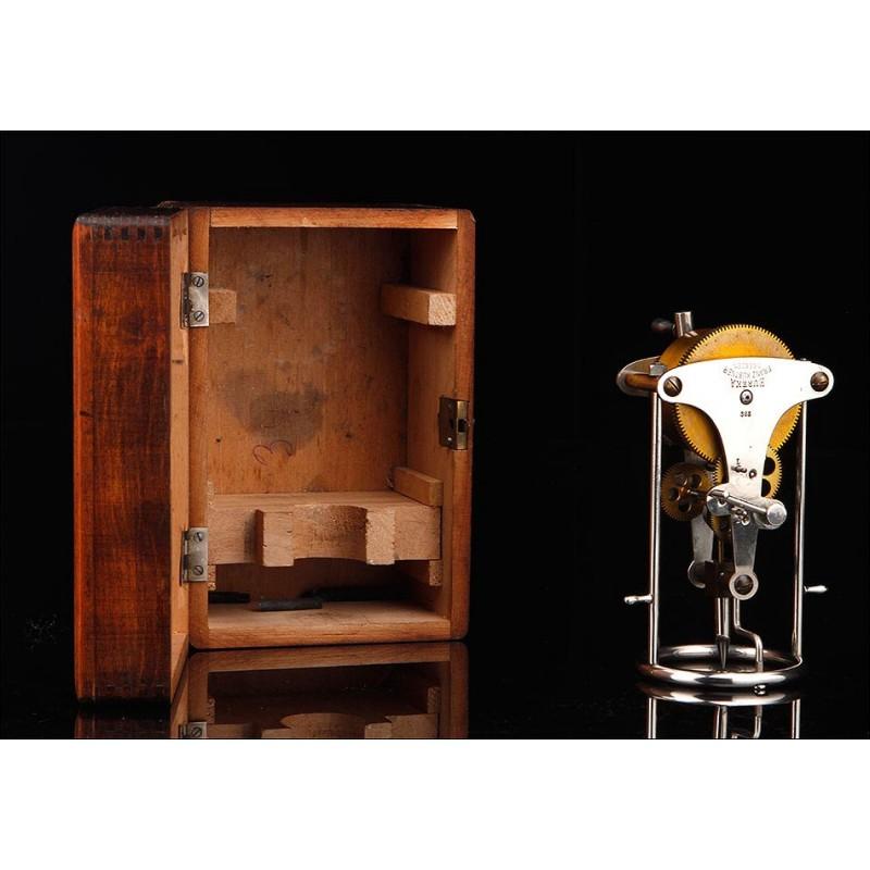 Máquina Perforadora para Transferir Patrones Textiles. Alemania, 1900. En Estado de Museo