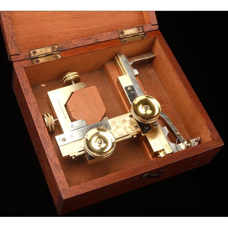 De Museo. Sistema de Ajuste Micrométrico para Microscopios Watson & Sons. Londres, Circa 1900