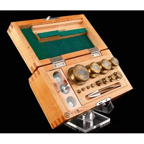 Completo Juego de Pesas para Balanza de Precisión en Estuche Original. Fabricado en los Años 60-70