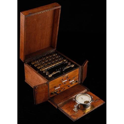 Reloj de Péndulo de Sobremesa en Bronce Dorado. Francia, Finales del Siglo XIX