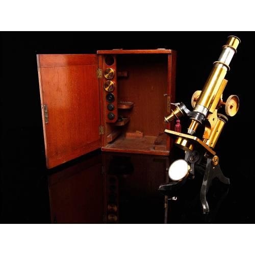 Antiguo Microscopio Inglés Fabricado Circa 1910. De Bella Factura y en Caja Original. Funciona Muy Bien
