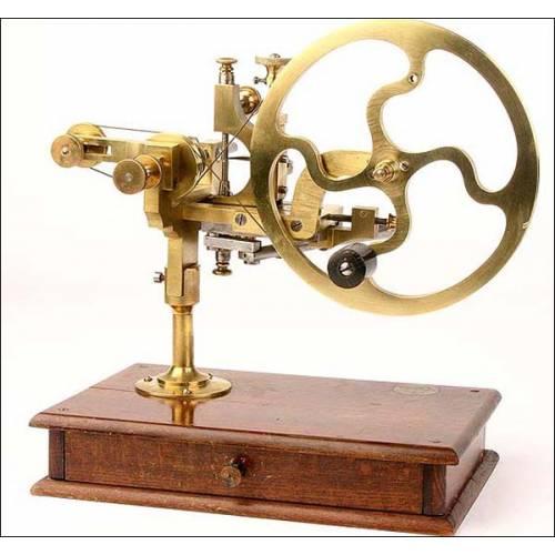 Antiguo torno para relojero de gran tamaño.