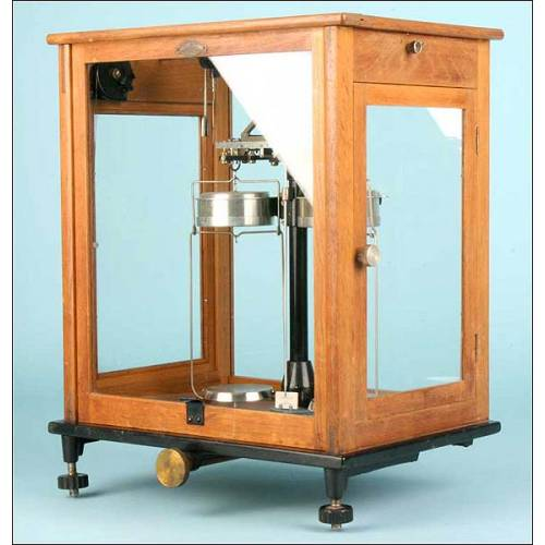 Antigua báscula de precisión de laboratorio