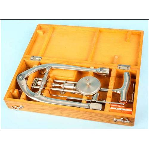 Antiguo instrumental médico para fracturas.