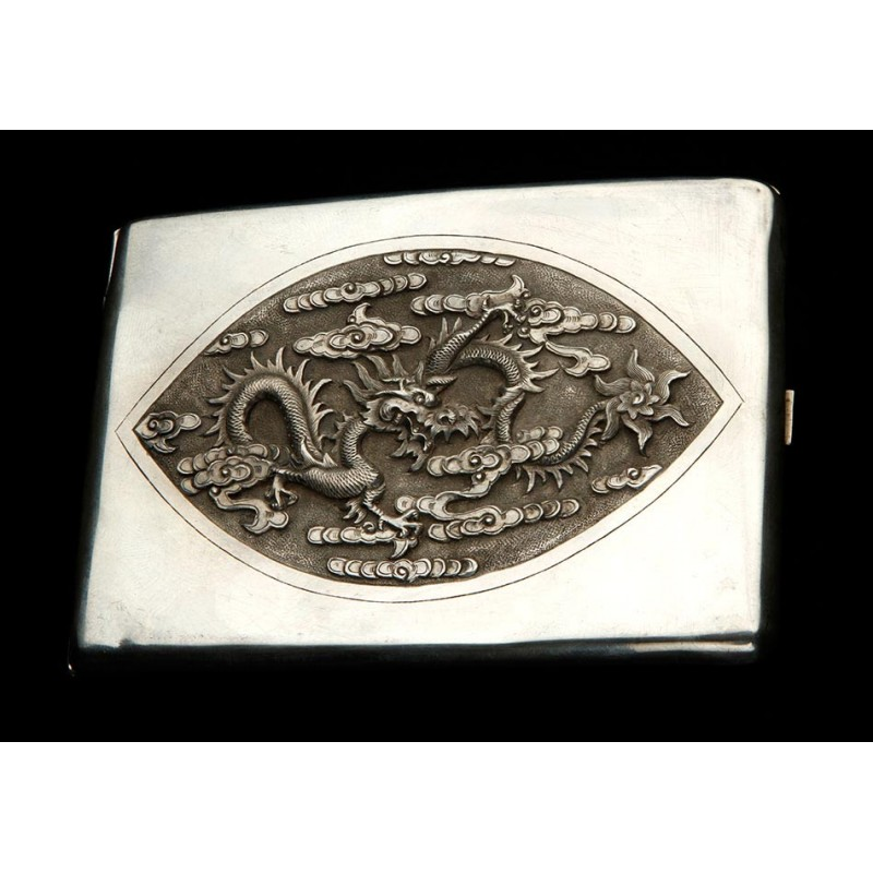 Antigua Pitillera de Plata Maciza Labrada a Mano. China, Siglo XIX