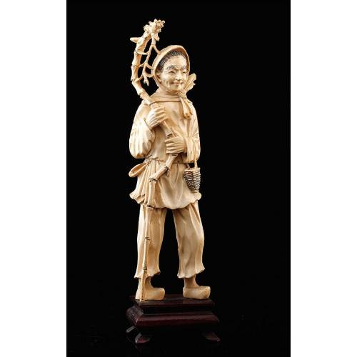 Bonita Figura Antigua China de Campesino, Realizada en Marfil Tallado a Mano. Circa 1900.