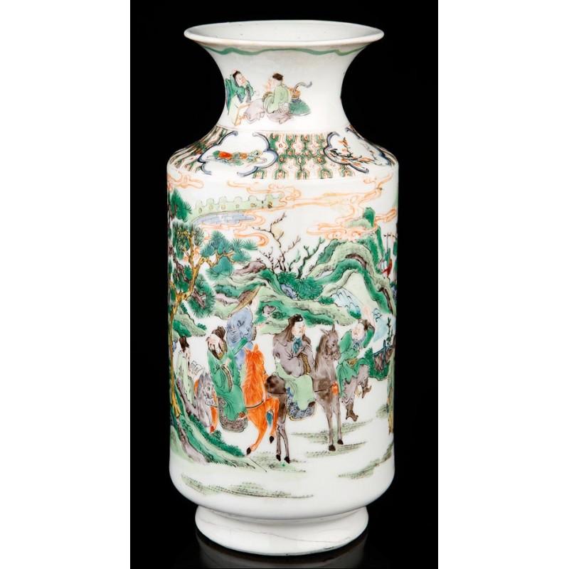 Antiguo Jarrón de Porcelana Pintado a Mano. Dinastía Qing. China, Ca. 1900
