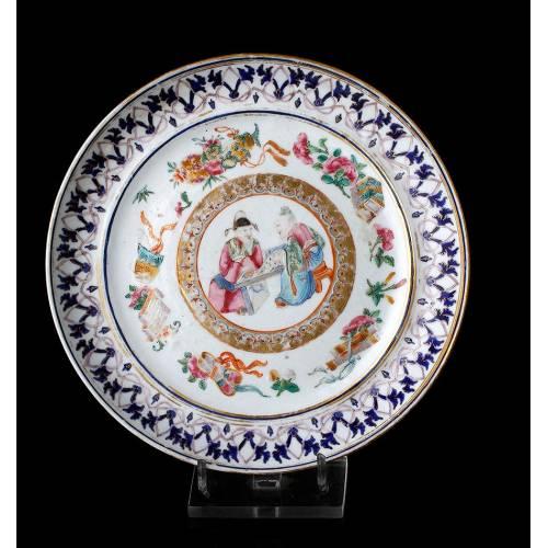 Bellísimo Plato Antiguo de Porcelana Pintado a Mano. China, Siglo XIX