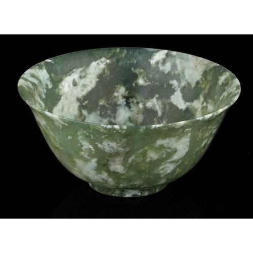 Delicada Copa de Libaciones de Jade Verde y Blanco. China, principios Siglo XX