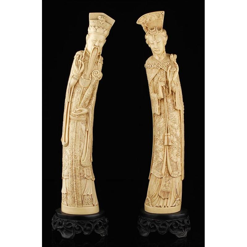 Antiguas Figuras de Emperadores Fabricadas en Resina. China, 1º Cuarto del S. XX