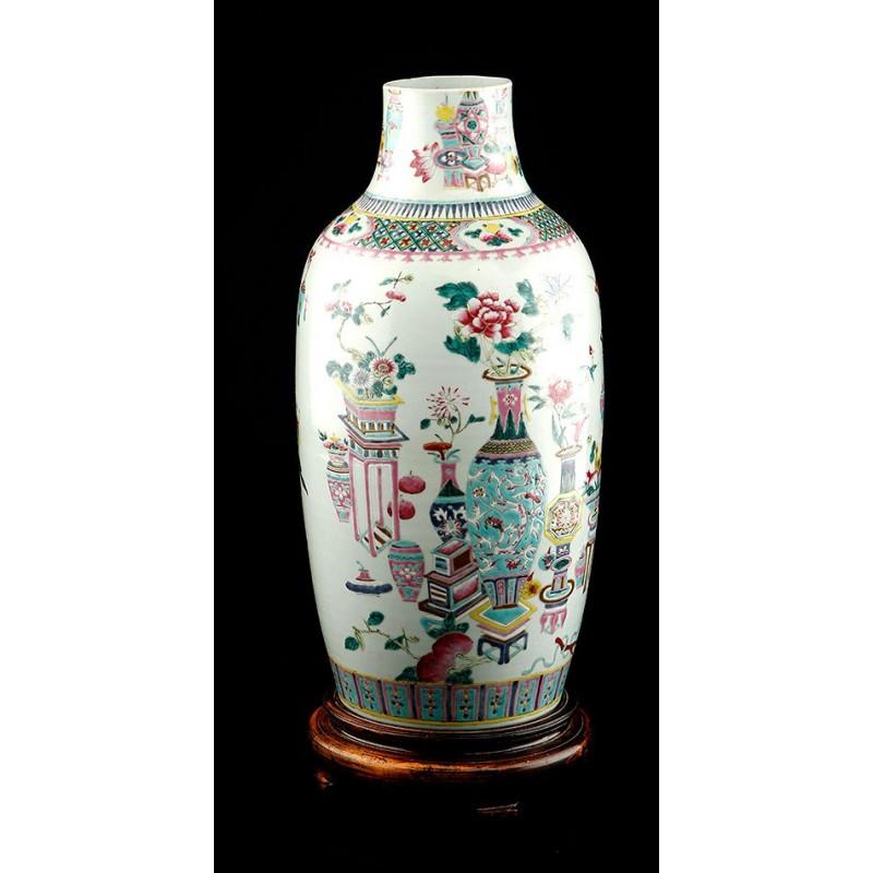 Atractivo Jarrón de Porcelana China Decorada a Mano. China, 1900-1930