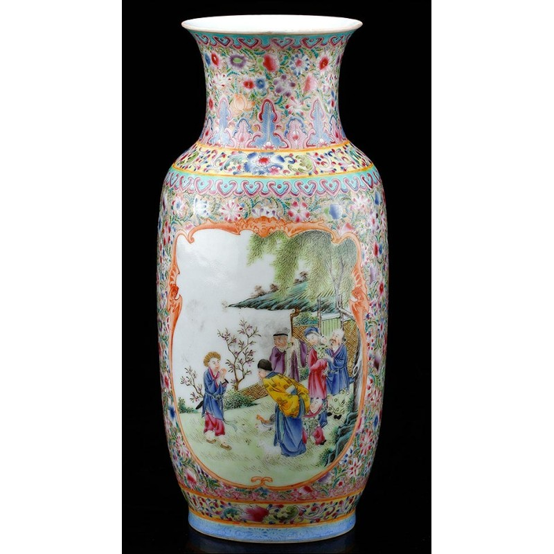Bello Jarrón de Porcelana China con Decoración Mille Fleur y Marca de Quianlong. 23 cms