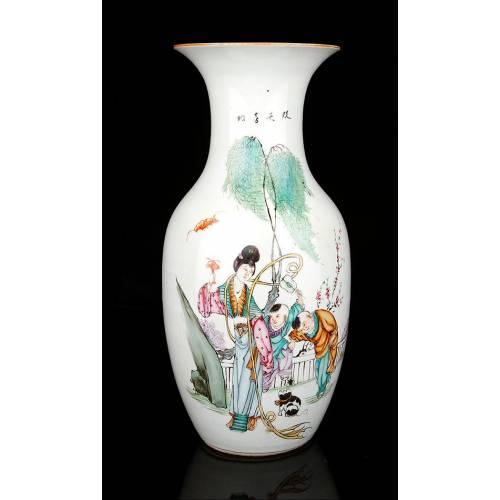Antiguo Jarrón de Porcelana China, Pintado a Mano, Circa 1920