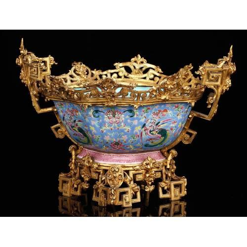 Impresionante Cuenco de Porcelana China sobre Estructura de Bronce Dorado. Siglo XIX, Periodo Daoguang
