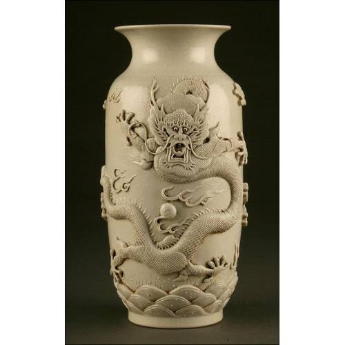 Impresionante Jarrón Chino de Porcelana Blanca. Finales del S. XIX. Sello de Wang BingRong