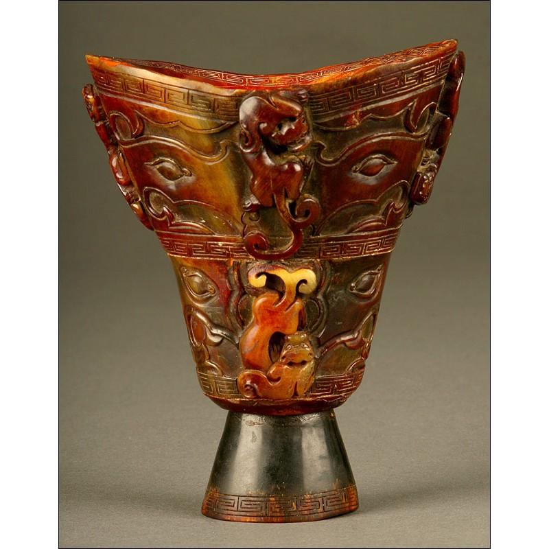 Excepcional Copa China de Cuerno de Animal, Posiblemente Rinoceronte. Siglos XVII-XVIII
