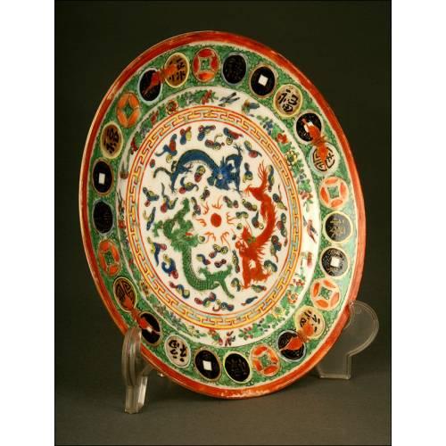 Plato de Porcelana China para la Exportación, Años 50 del s. XX. Decorado a Mano con Dragones