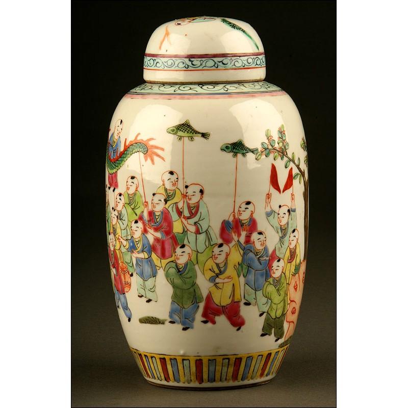 Delicada Ánfora de Porcelana China de Principios del S. XIX