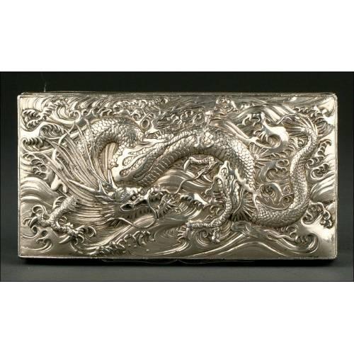 Impresionante Caja China de Plata Maciza, S. XIX. Con Dragón Imperial en la Tapa
