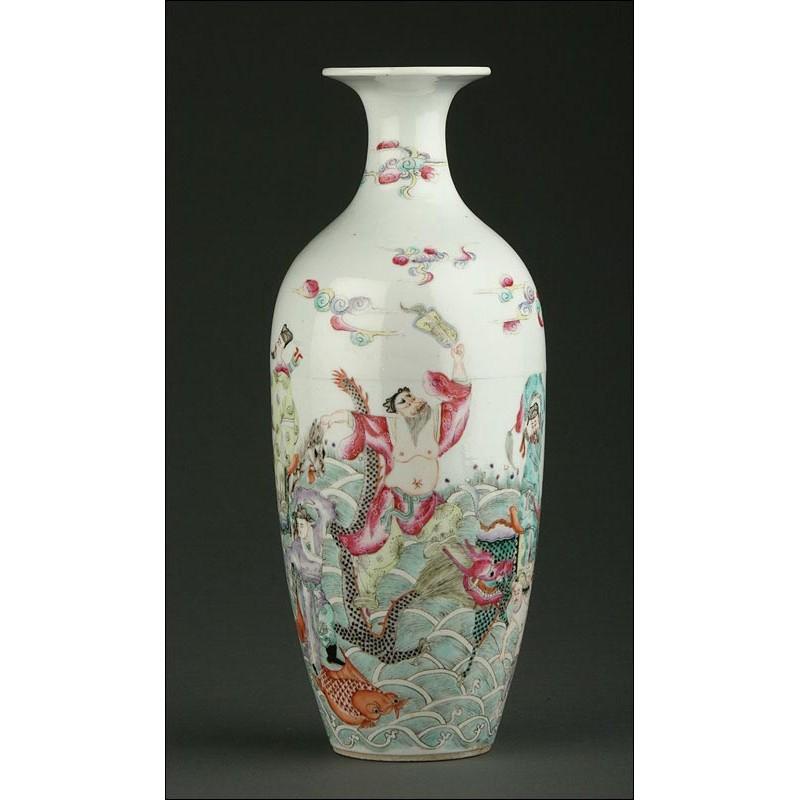 Espectacular Jarrón Chino de Porcelana del Siglo XIX. Ocho Inmortales. Bien Conservado