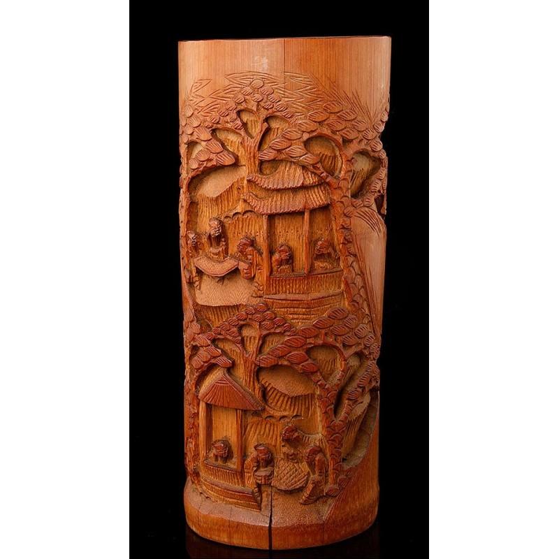 Bote para Pinceles de Origen Chino, Fabricado en Madera de Bambú Tallada a Mano. Primer Cuarto del Siglo XX