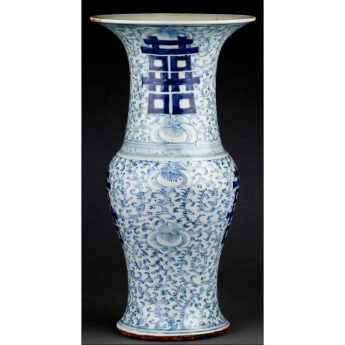 Elegante Jarrón Chino de Porcelana Blanca y Azul, Decorado a Mano. Marca de Chenghua