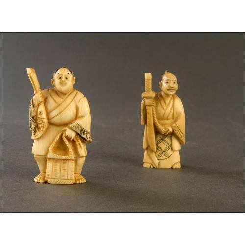 Encantadora Pareja de Netsukes Japoneses de Marfil, Circa 1900. Tallados a Mano y Bien Conservados