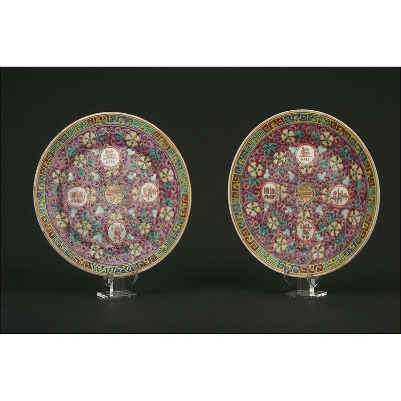 Pareja de Coloridos Platos Chinos de Porcelana. Originales Auténticos de la Época Guangxu