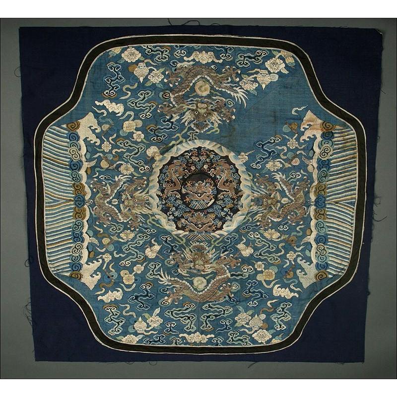 Pieza de Seda China de Gran Tamaño. Bordada a Mano en el S. XIX. Dinastía Qing