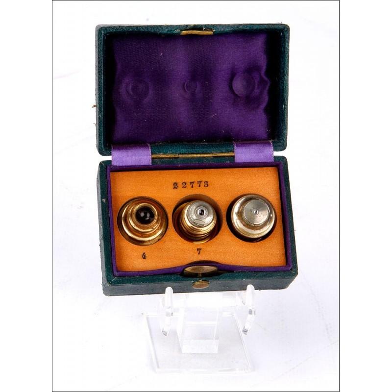 Conjunto de 3 Lentes Antiguas para Microscopio en Estuche Original. Circa 1900