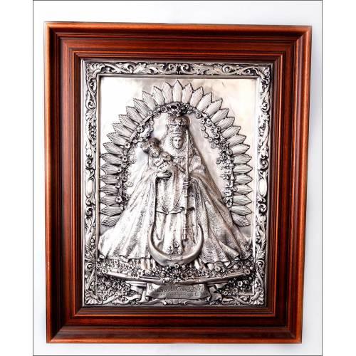 Bello cuadro de los años 70 de Nuestra Señora de la Candelaria, patrona del Archipiélago Canario