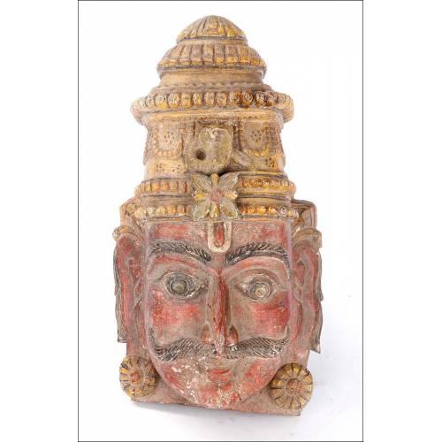 Antigua Máscara de Madera Maciza Tallada y Policromada. Sudeste Asiático, Circa 1900